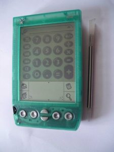https://commons.wikimedia.org/wiki/File:Handspring_Visor_DeLuxe_Green.jpg